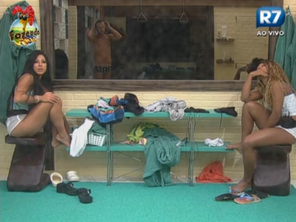 Karine e Natalia comentam sobre Nuelle