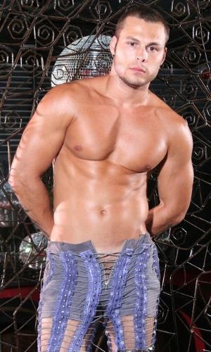 Lucas em foto para revista gay