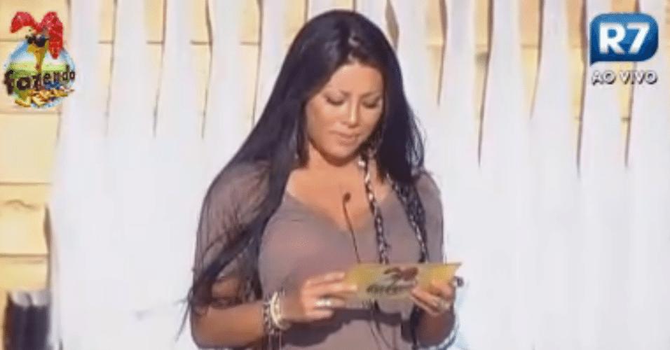 Natália lê a punição para os peões