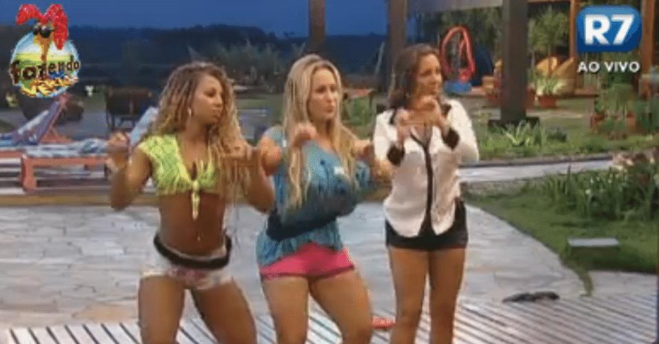 Ísis ensina passo de dança para Angelis e Karine