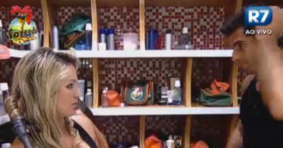 Dan dá dicas de maquiagem para Ísis