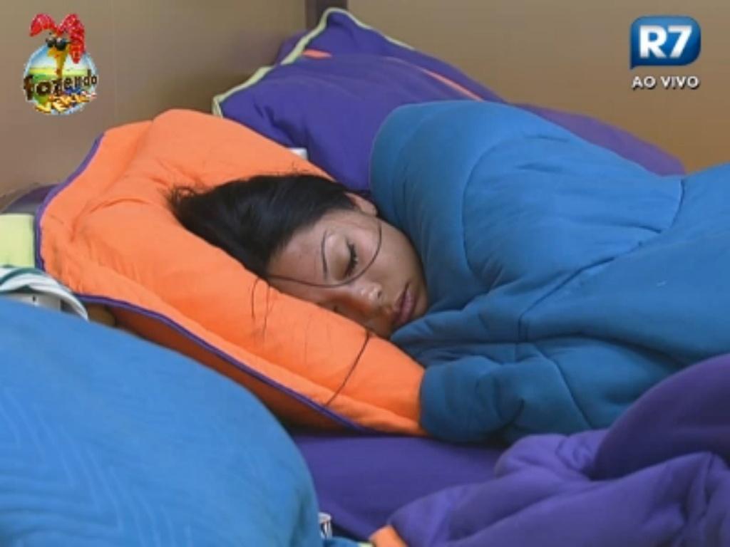 Natalia dorme antes da hora do almoço