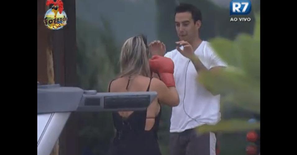 Carril e Ísis lutam box
