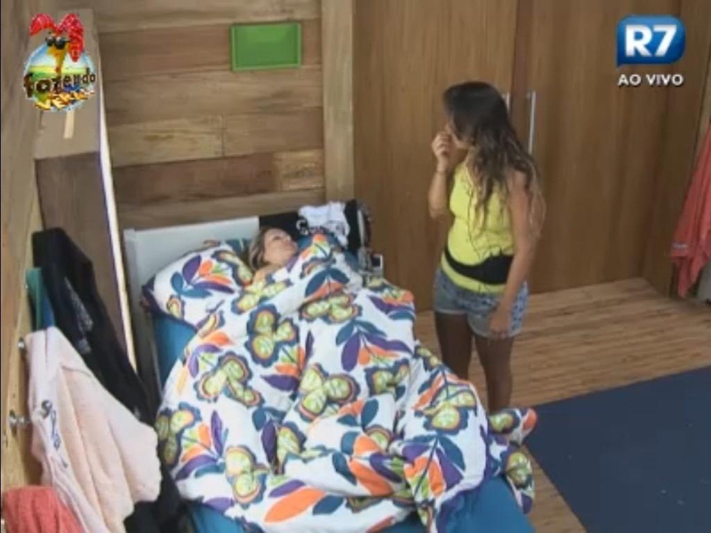 Angelis conversa com Ísis na cama
