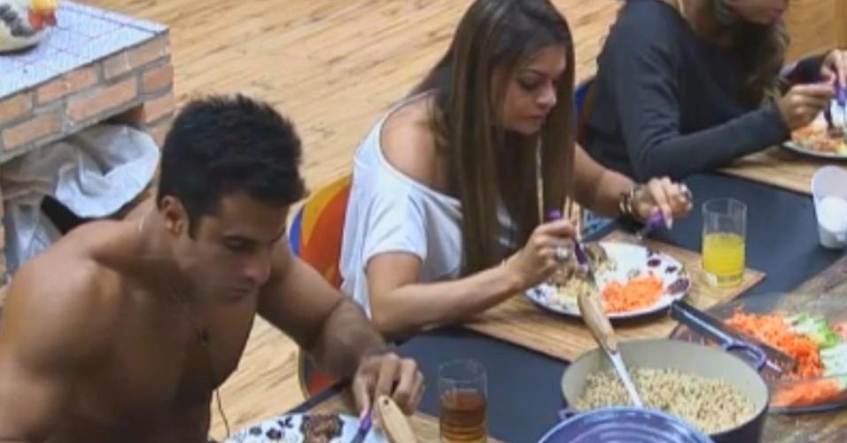 Dan, Manoella e Angelis almoçam