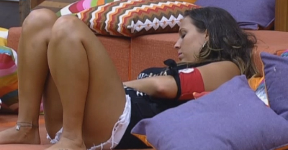Enquanto peões dormem, Angelis fica sozinha na sala
