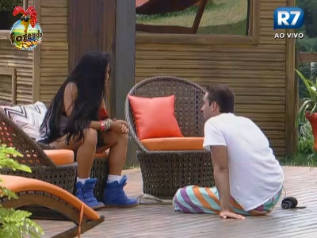 Natália e Carril conversam sobre a roça