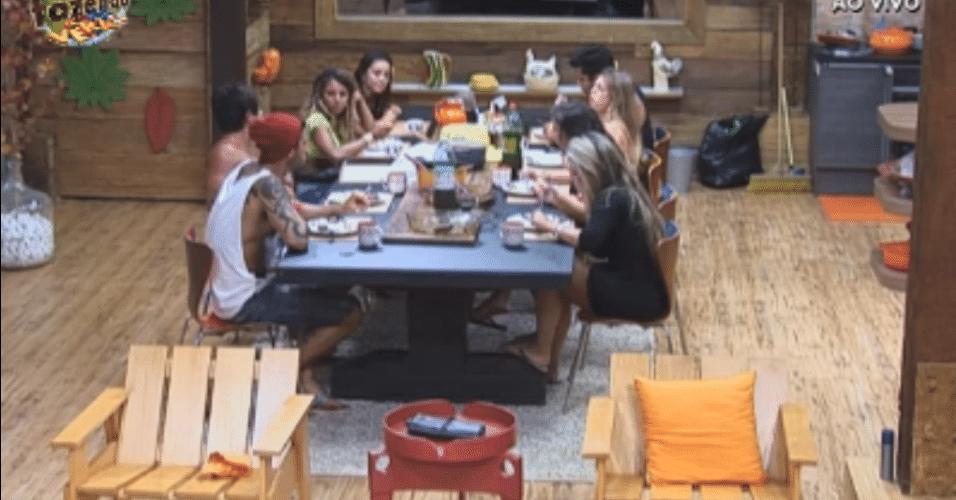 Confinados jantam juntos