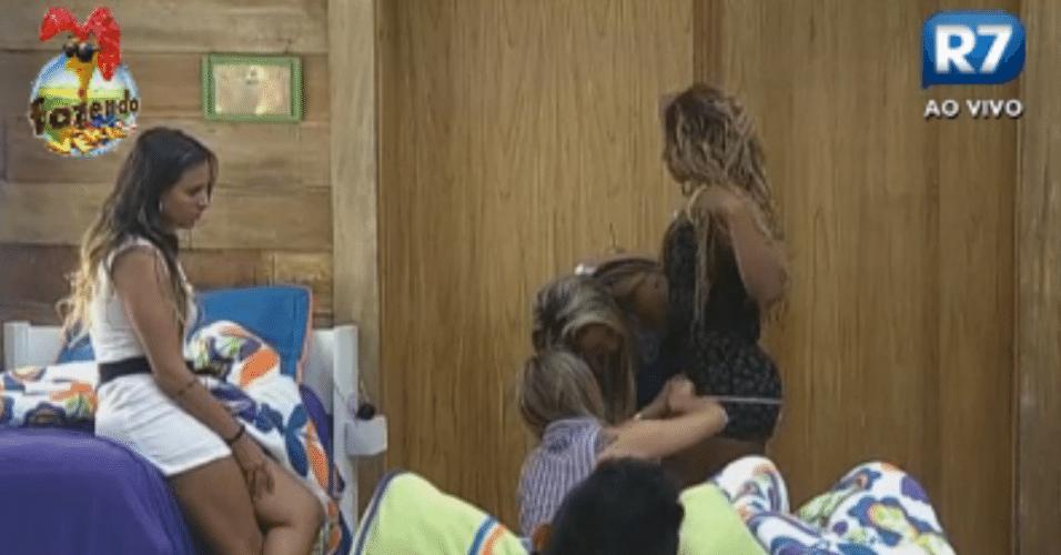 Peoas ensinam Angelis a sambar e medem a bunda da Karine