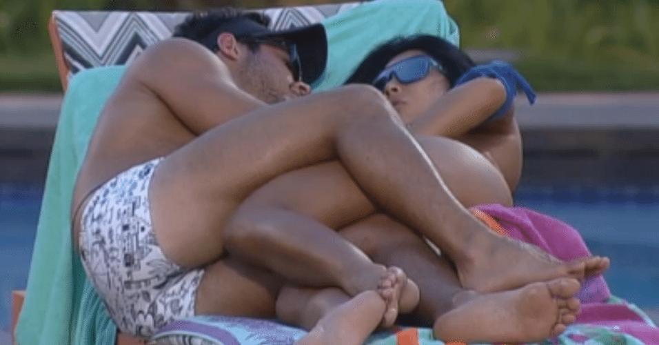 Victor e Natalia comentam sobre suposto relacionamento entre Angelis e Manoella