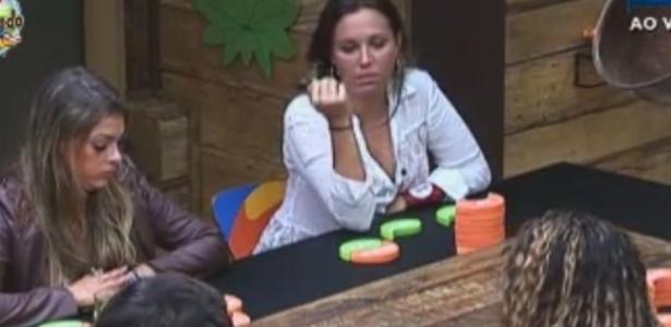 Angelis escolhe apenas Manoella como sua amiga em atividade na