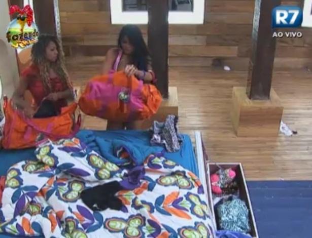 Natalia tem ajuda de Karine para arrumar malas