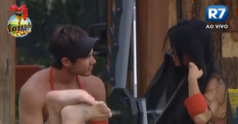 Victor faz elogios à beleza de Natália