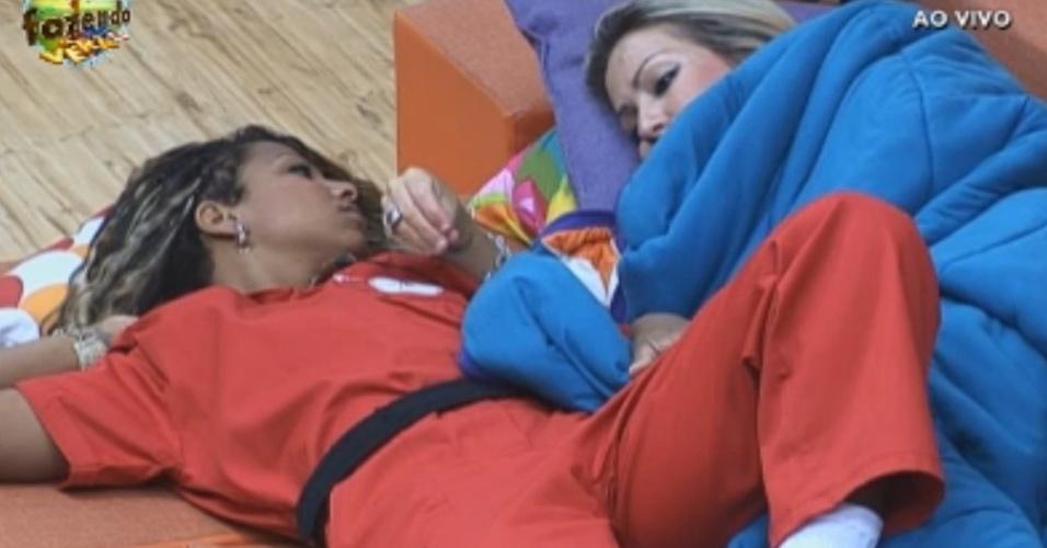 Karine e Angelis conversam sobre briga que aconteceu ao vivo