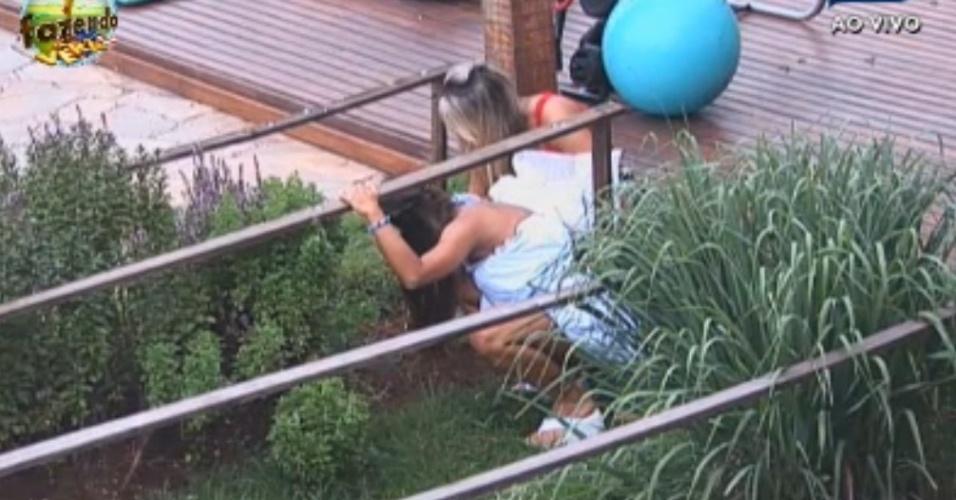 Nicole surpreende Ísis ao cuidar da horta