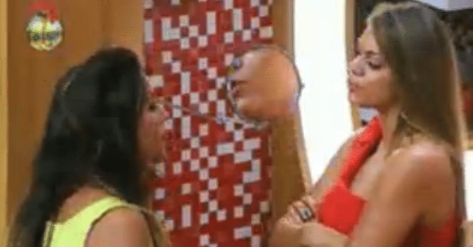 Manoella e Angelis discutiram no banheiro, durante a festa