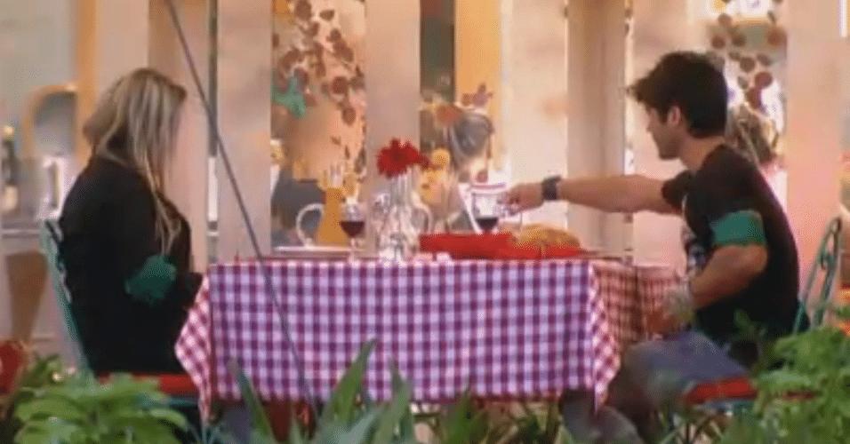 Ísis e Victor saboreiam pratos típicos da Itália