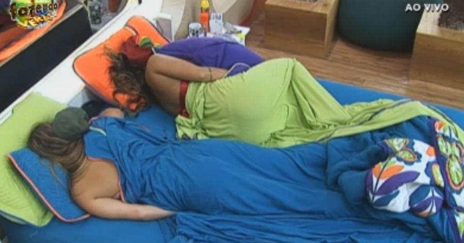 Manoella e Angelis dormem na mesma cama