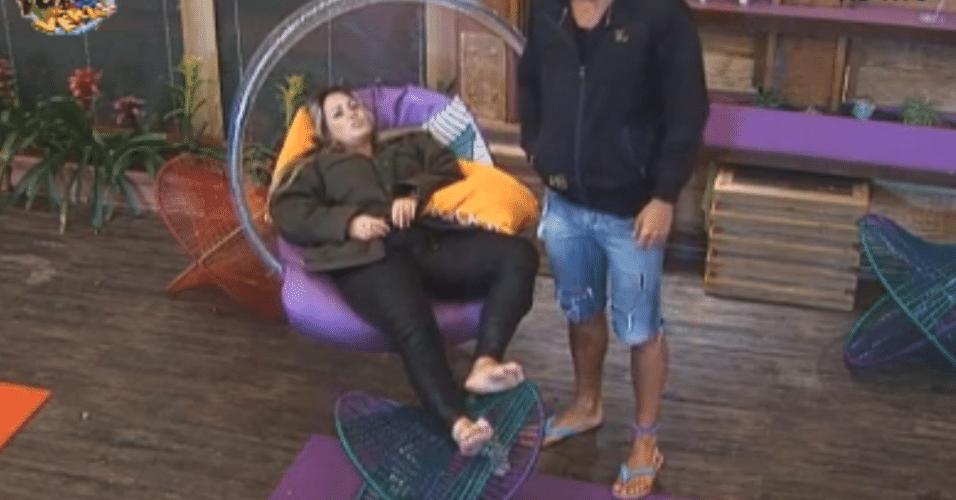 Ísis e Thyago comentam sobre eliminação de Dan