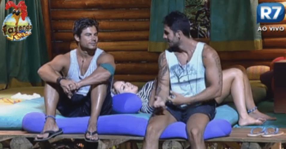 Victor, Thyago e Ísis conversam sobre atores pornôs