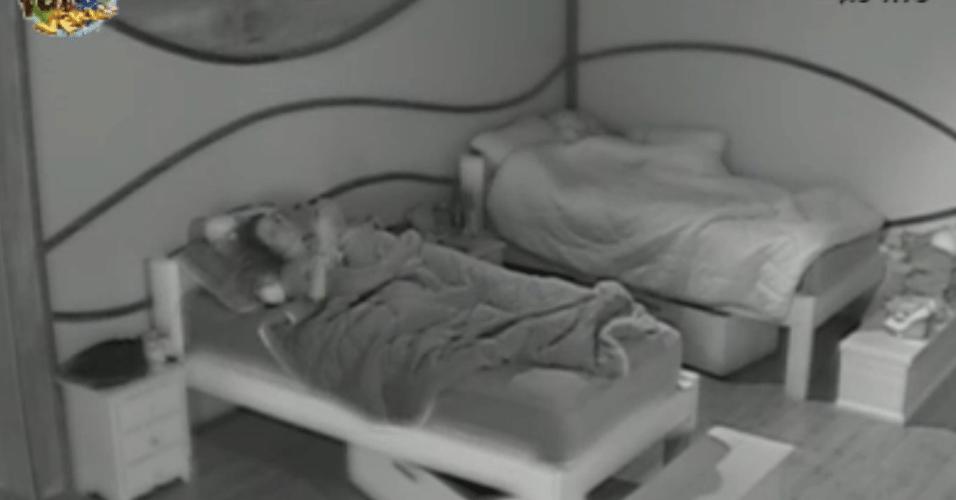Angelis dorme na cama que era de Manoella