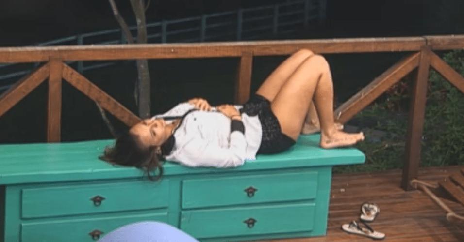 Após saída de Manoella, Angelis continua chorando sozinha