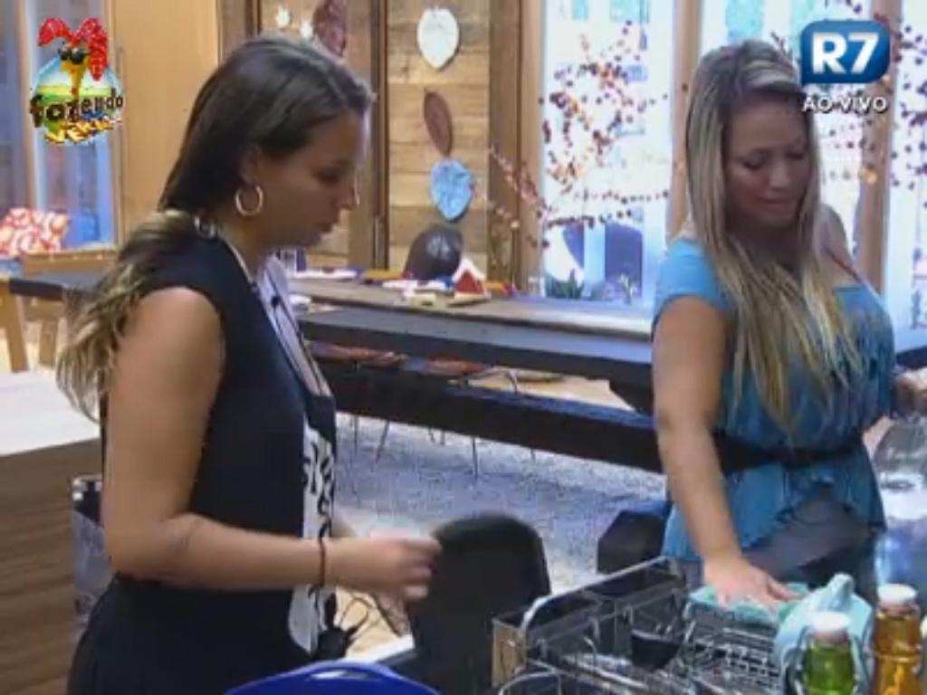 Ísis e Angelis conversam sobre Flávia