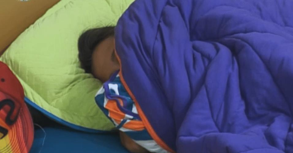 Angelis mistura remédios para conseguir pegar no sono