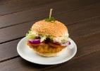 Hambúrguer de peixe empanado