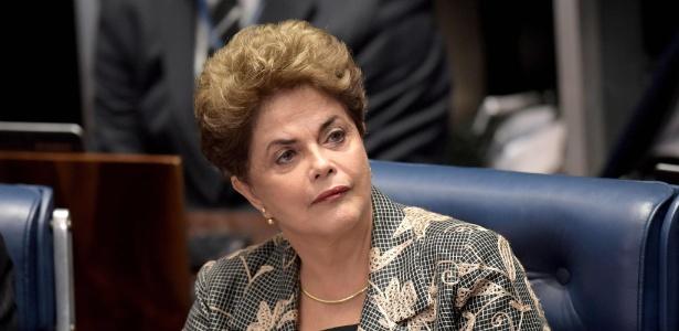 A presidente Dilma Rousseff discursa no Senado