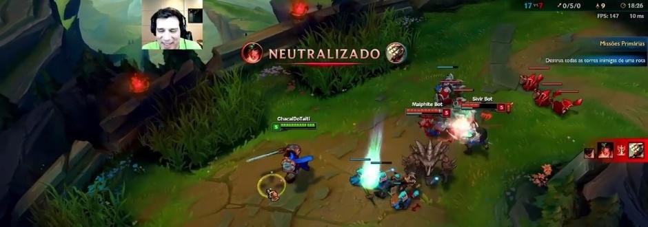 Celso Portiolli tenta jogar League of Legends; veja vídeo