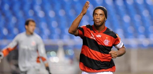 Processo entre Ronaldinho e Fla para, e nova audiência será no 2º semestre