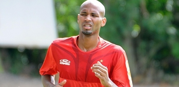 Agentes que disputam Wellington Silva apostam em permanência do lateral no Fla
