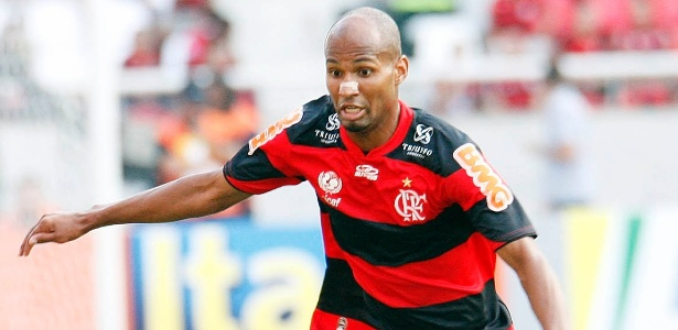 Fla oferece três anos de contrato a Wellington Silva e descarta leilão pelo lateral