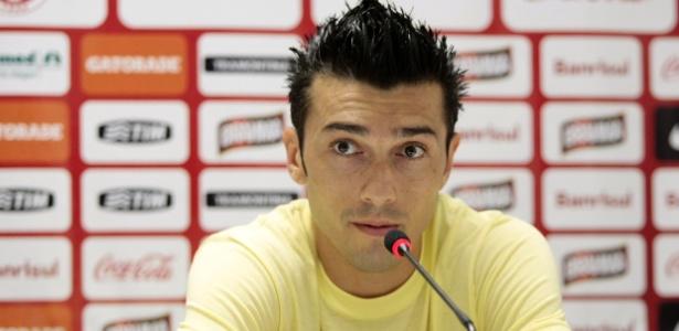 Dátolo espera reunião com Inter sobre 2013, mas revela desejo de ficar no Brasil
