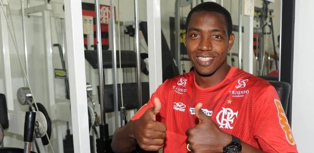 Fla chega a acordo e anuncia renovação de Renato Abreu por uma temporada