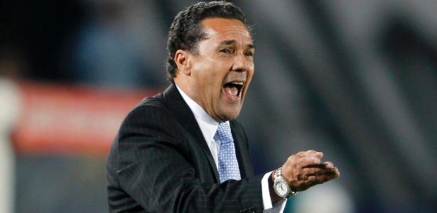 Luxa diz que ser presidente do Flamengo é um sonho, mas garante que cumprirá contrato