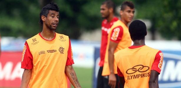 Léo Moura reitera vontade de jogar na lateral do Fla e revela ansiedade por estreia