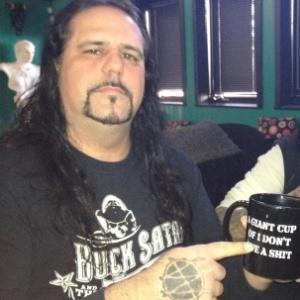 O guitarrista do Ministry, Mike Scaccia