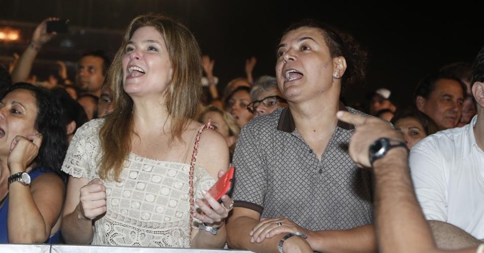 http://imguol.com/2012/12/26/25dez2012---cristiana-oliveira-e-david-brazil-curtem-show-de-stevie-wonder-e-gilberto-gil-em-copacabana-1356522309636_956x500.jpg