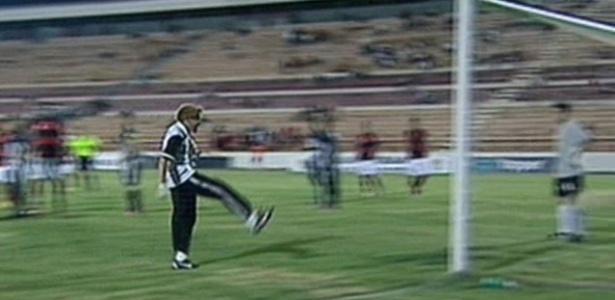 Massagista é expulso, faz gol contra e rouba a cena em rodada da Copinha