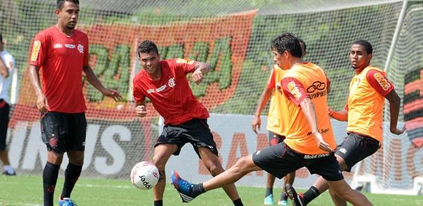 Fla faz treino técnico no Ninho do Urubu e ganha companhia do Ajax, adversário do Vasco