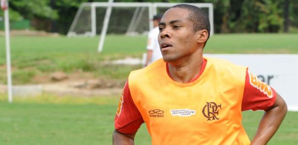 Elias participa de coletivo, tem estreia confirmada e revela ansiedade no Flamengo