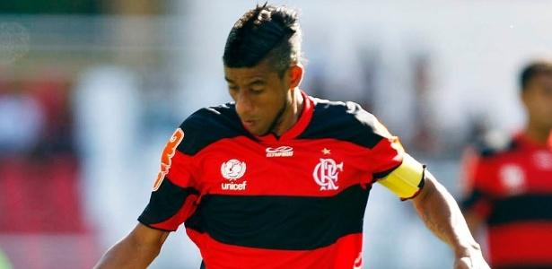 Léo Moura é poupado em esquema de Dorival, corre menos e revê bom futebol no Fla