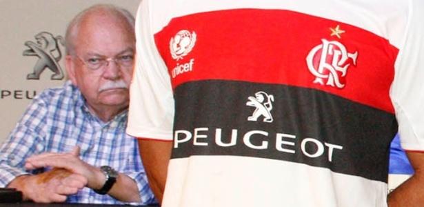 Conselho do Flamengo aprova contrato, e clube assina por 3 anos com Peugeot