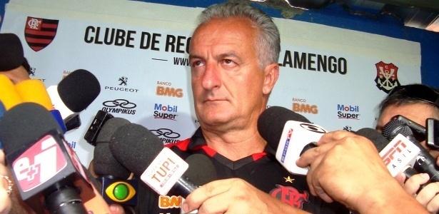 Dorival Jr. critica imprensa, exalta Seedorf e diz que faltam homens no futebol