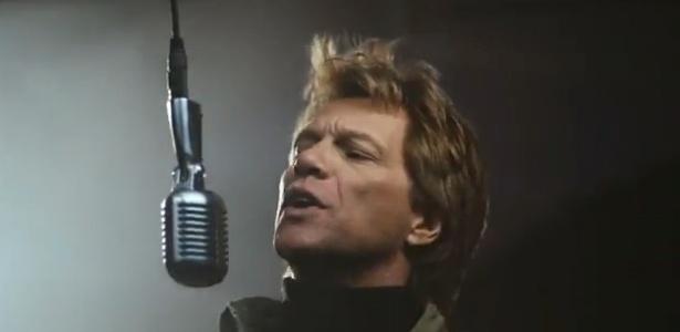 """Bon Jovi em cena do clipe de """"Because We Can"""""""