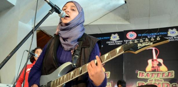 """Apresentação da banda de garotas Pragaash no concurso """"Batalha das Bandas"""", em Srinagar, India"""