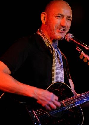 O guitarrista Simon Townshend, irmão de Pete Townshend do The Who