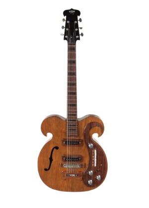 """A guitarra feita em 1966 foi dada por John Lennon a um amigo da banda, """"Magic Alex"""" Mardas"""